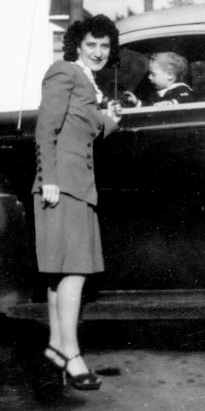 Mom in suit,1946